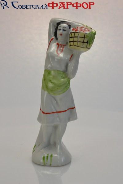 """Фарфоровая статуэтка """"Девушка с виноградом"""" Бронницы"""