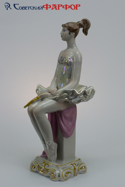 "Фарфоровая статуэтка ""Балерина на тумбе с зеркалом"" Киев"
